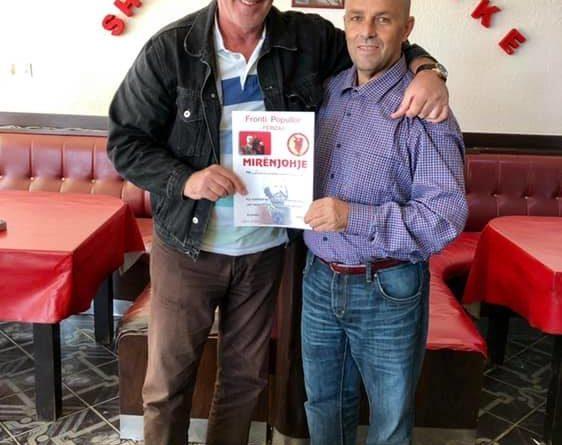 Kryetar i Frontit Popullor Agim Xhigoli nderon me mirënjohje ish boksierin Agim Tahiraj