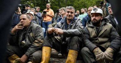 Agim Xhigoli Kryetar i Frontit Popullor ngushëllon familjet e minatorëve
