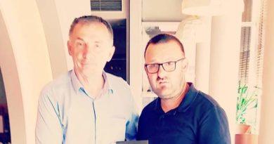 Mr.Florent Selca shkëmbën libra me z.Rasim Selmanaj