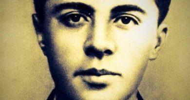 Enveristet në Ferizaj shënuan ditë me parë 36 vjetorin e vdekjes babait Kombit Enver Hoxhes