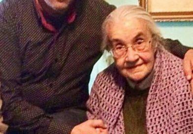 Kryetari i Frontit Popullor Agim Xhigoli kujton heroinen Nexhmije Hoxha në një vjetorin e vdekjes