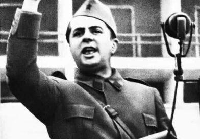 Kryetari i Frontit Popullor Agim Xhigoli dhe Enveristët kujtojn Enver Hoxhen babain e kombit në ditëlindjen e tij